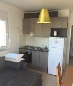 Apartment (2) - Okrug Gornji - Apartemen
