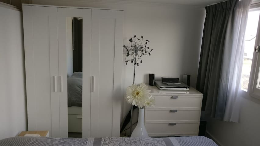 Another view on closet, mirror and drawers