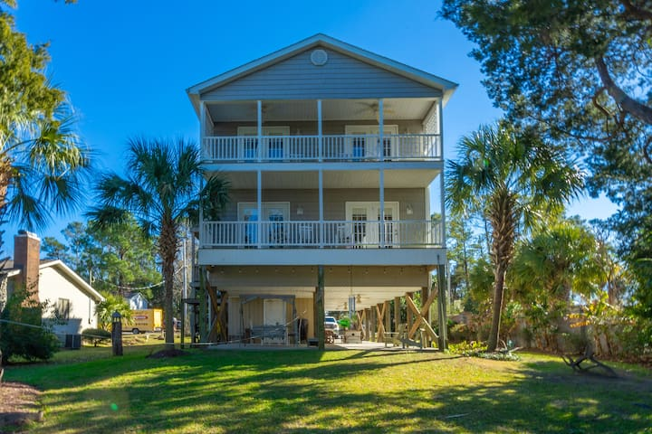Beautiful Large 6 Bedroom 4 Bath Waterway Home in North Myrtle Beach - Sea T's