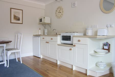 Redwings Studio No 1 - Sleeps 2. Opposite harbour - Brancaster Staithe - Daire