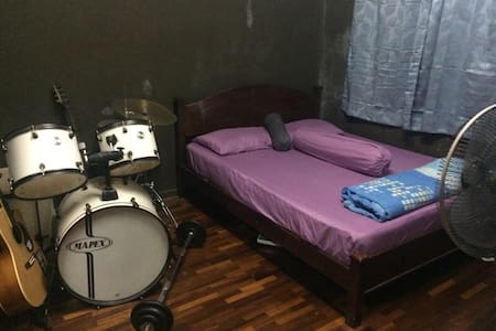 Air conditioned cozy room - Kuching