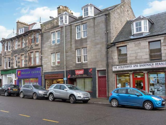 40A HIGH STREET, pet friendly in Grantown-On-Spey, Ref 30737