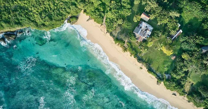 Beautifully rustic beach house on Takaungu Beach