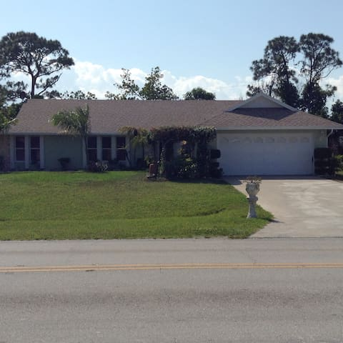 Luxury poolhouse affordable price!! - Port St. Lucie - Dom