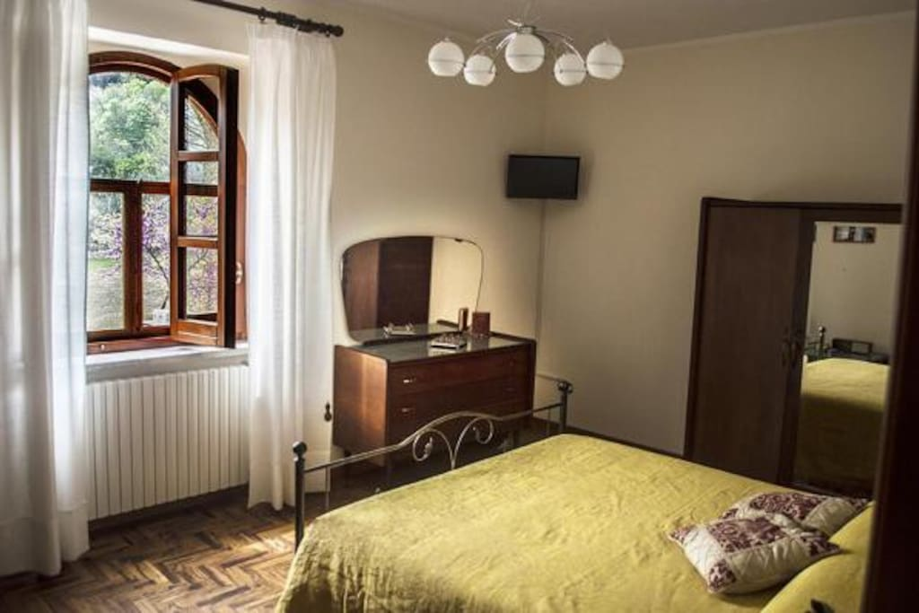camera ciliegio