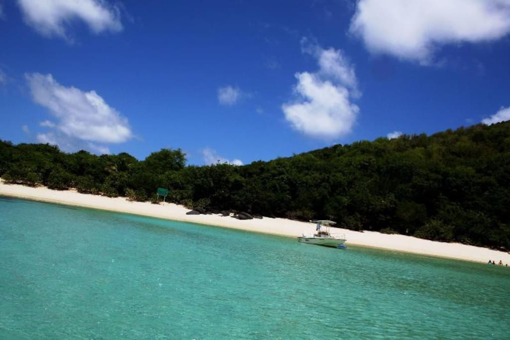 Nearby Luis Pena Cay, inshore Island's Archipelago, water taxis avail!