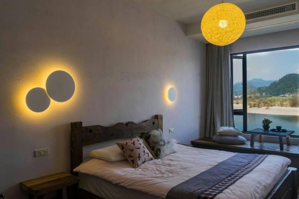 江景和月亮灯