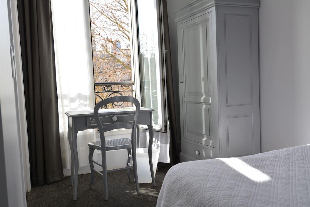 chambre dans un h tel familial h tels louer paris le de france france. Black Bedroom Furniture Sets. Home Design Ideas