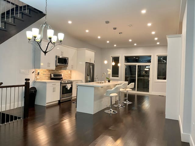 Two Story Luxury Home in South Etobicoke