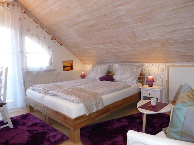 Zimmer 3 zwei gemütl. Betten mit Matratzen H2,   2x  90x200 (180x200)