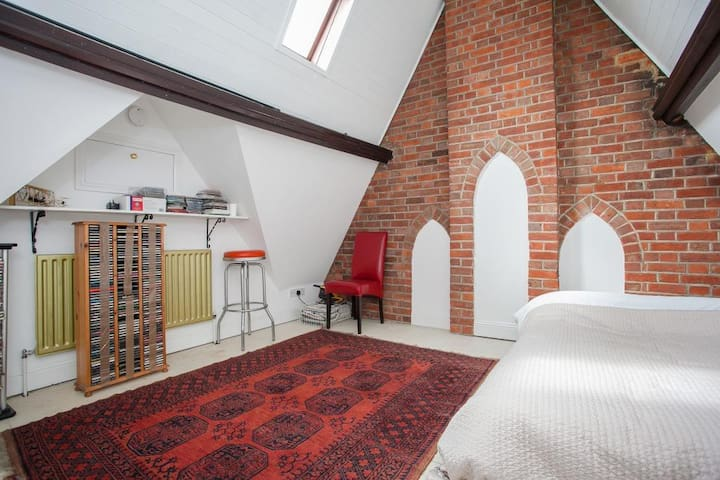 Spacious double room in beautiful converted chapel - Oxford - Casa