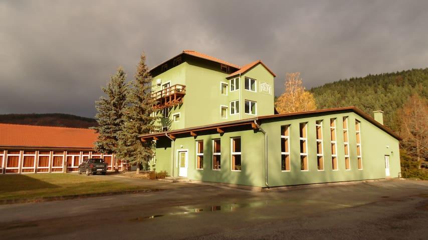 Rekreációs Központ - Bárna