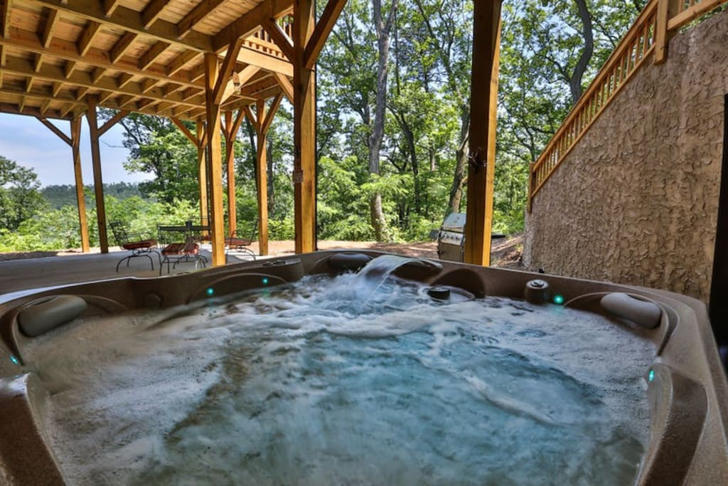 Bubbling hot tub with views for miles
