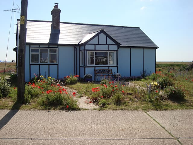 Helvetia, Charming Fishermen's Cottage,  Dungeness