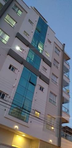 Belo apartamento em Meia Praia Santa catarina