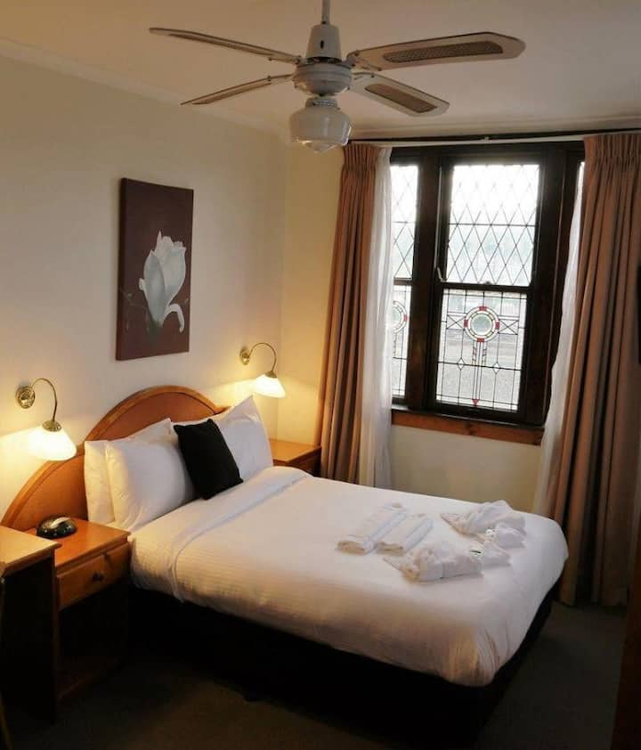 Charming Room Double Bed At Katoomba