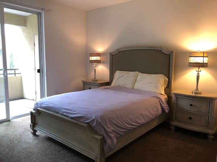 Luxury Irvine 2BD apartment near Disney & beach!