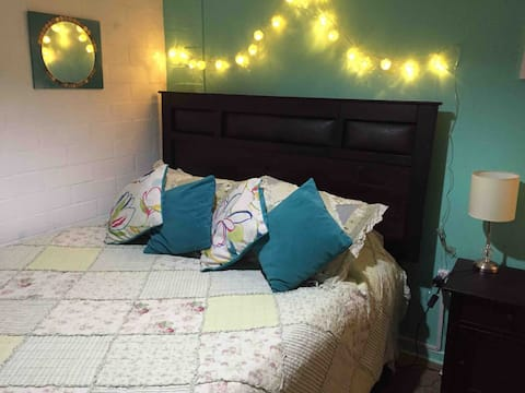 Comfortable room near airport and outlets