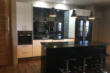 Newcastle Modern 3BR city apartment - Newcastle West - Pis
