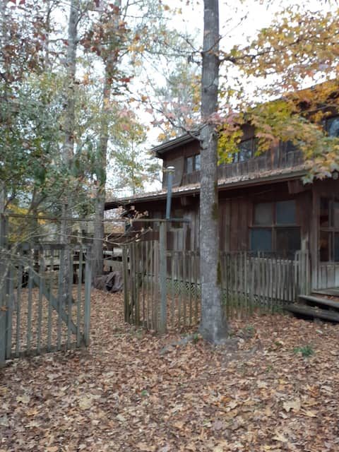 The Haven -Remote 5 bdrm cabin w/ pool on 45 acres