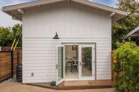 Stylish Venice Beach Guest House. Ideal Location!