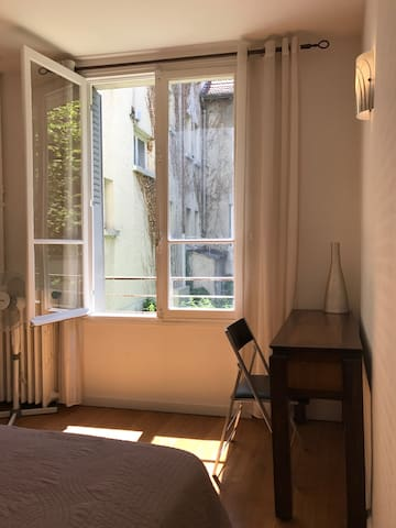 Bureau avec connexion Wi-Fi