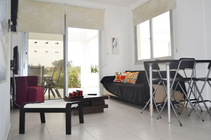 NEW-STYLISH-CONVENIENT apartment 5min from beach! - Larnaca - Lakás