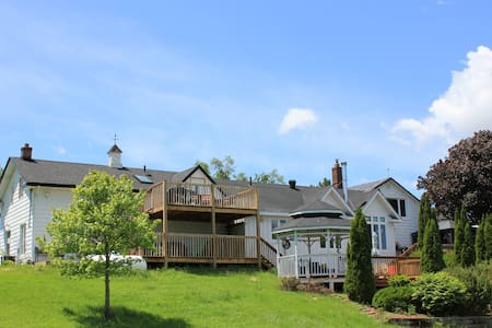 *Water Front* Duck Lake Guest House