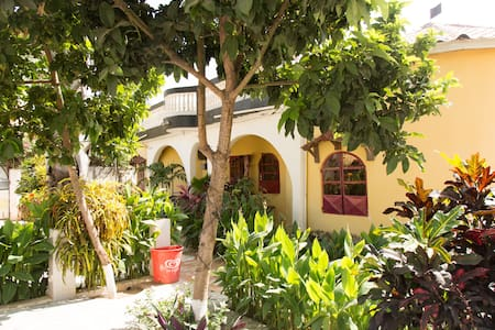 Tedugal Guest Houses/Small House - Banjul