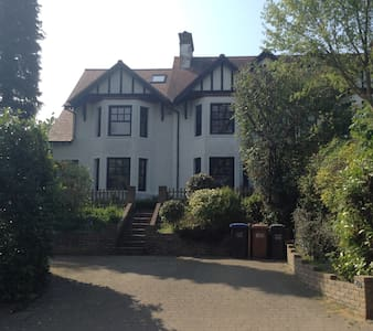 5 Bed, 3 storey Semi Detached House - Welwyn - Casa