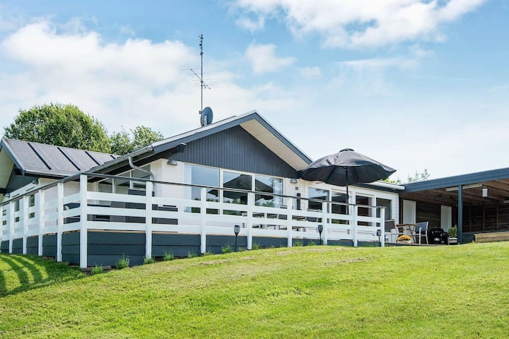 Hermosa casa de vacaciones en Allingåbro con sauna