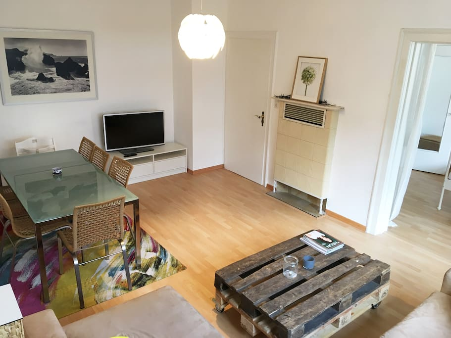 4 separate rooms with fast wifi free big garage flats for Big garage for rent