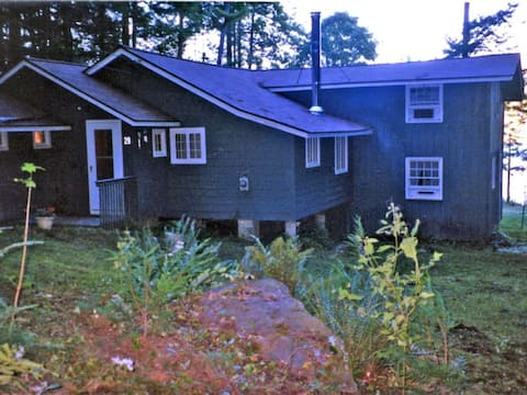 Lovely Cottage on East Twin Lakes with Internet
