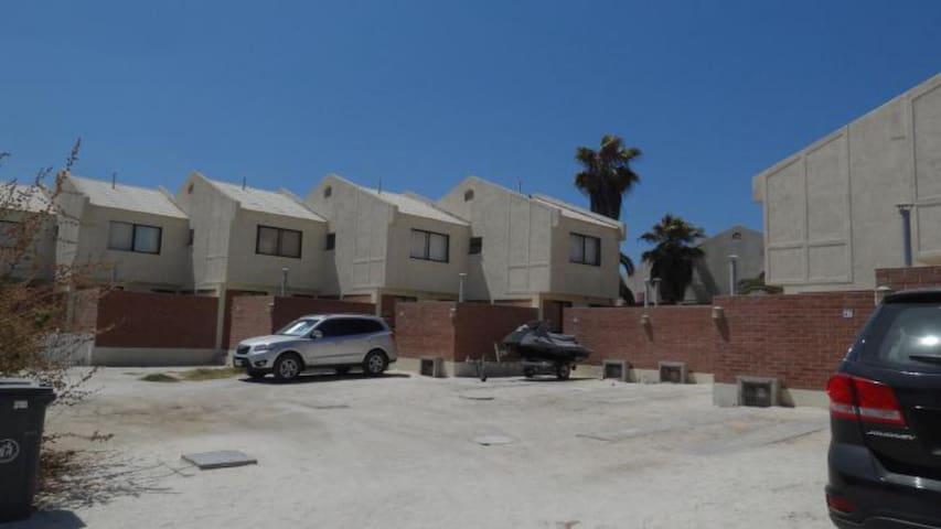 47 Casa en Bahía Inglesa piscina condominio playa