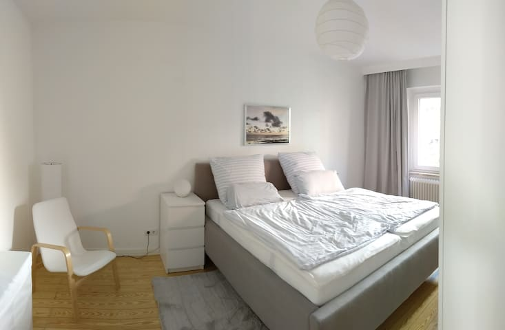 Quiet apartment between city park and lake Alster