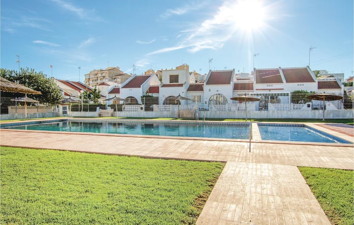 Nice home in Torrevieja with Outdoor swimming pool, 3 Bedrooms and Outdoor swimming pool