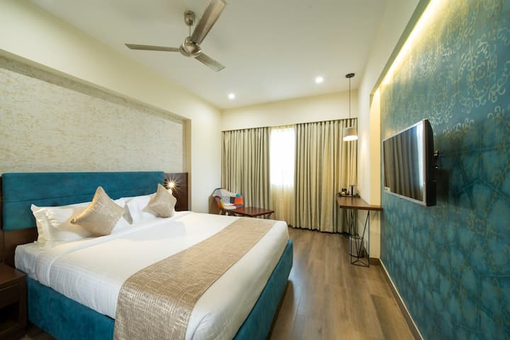 Boutique Hotel with king size bed in Indiranagar