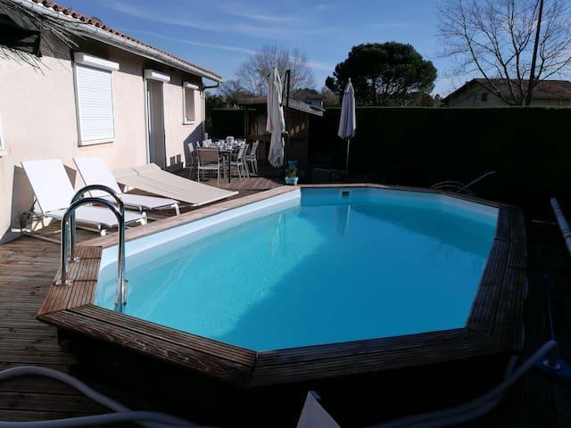 TRES BELLE VILLA 5CH BORD DU LAC -PISCINE CHAUFFÉE - Sanguinet - Villa