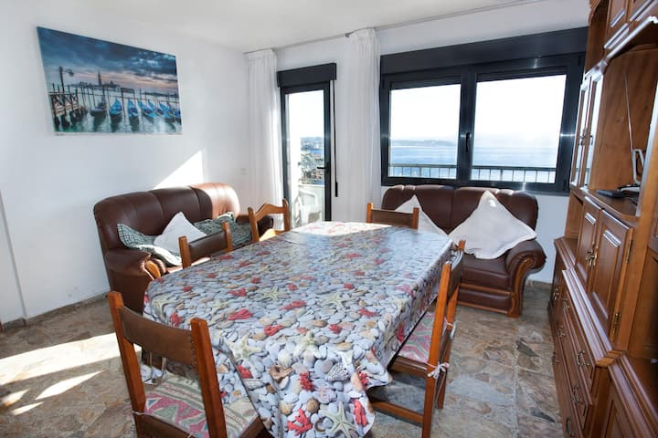 Apartment - 3 Bedrooms with Sea views - 104064