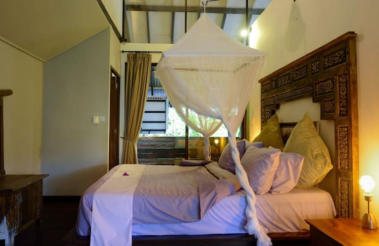 Kingsize bed with private terrace