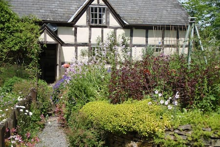 16th Century Farmhouse in Mid-Wales - Crossgates
