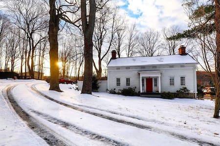 Charming Farmer's Cottage - Hudson - Haus