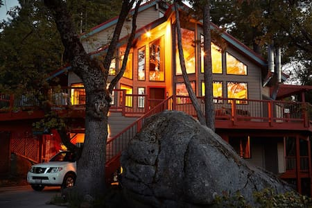 Luxury Vacation Lodge inside Yosemite Park gates!