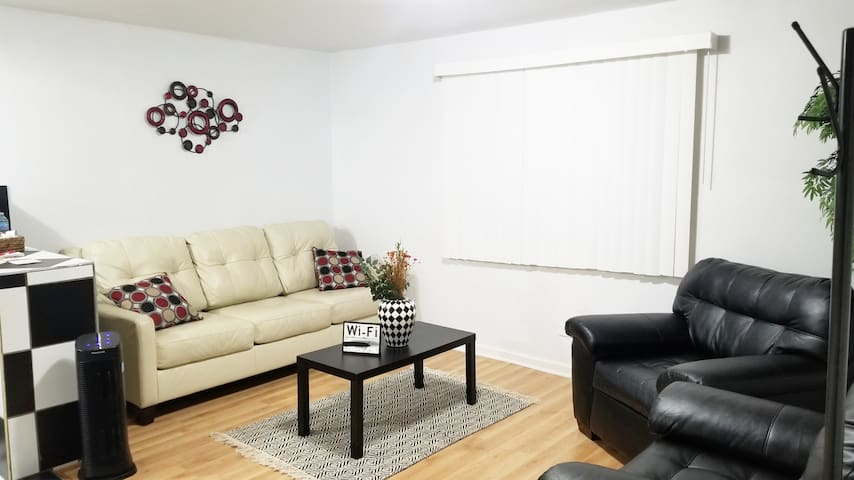 Accommodating 2 BDRM APT• 35 mins to Ohare/Chicago