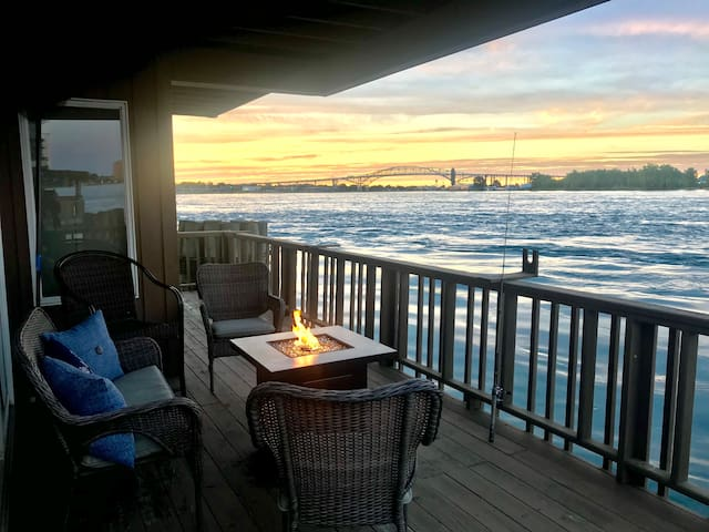 Updated DT Port Huron River House w/ Amazing View