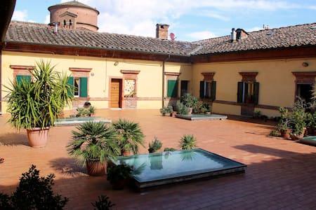 Bilocale in palazzo antico a due passi dal centro