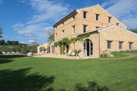 Casa Preziosa, Mogliano, Marche, It - Hus