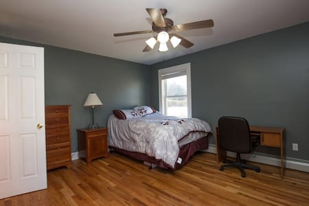 Master suite at Quaint Home! - Schenectady