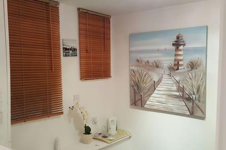 Cosy Private Room 4min Walk to Award Winning Beach - Борнмут - Квартира
