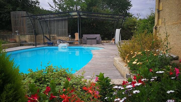 1 Belle maison en pierre,1 chambre,piscine,jardin